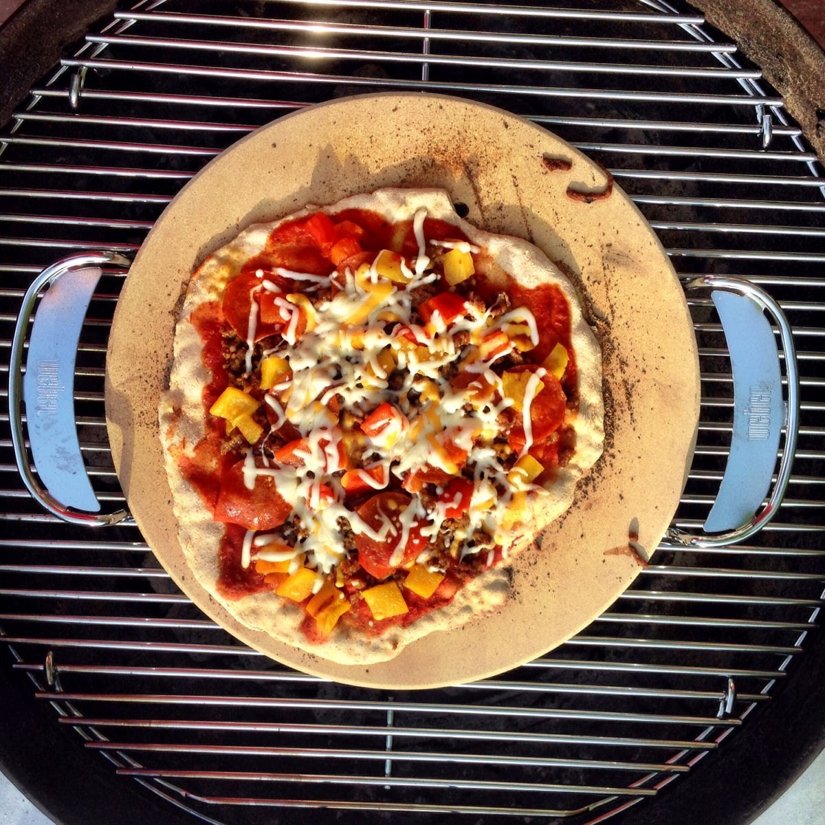 grilled pizza the ultimate dinner tips techniques weber grills. Black Bedroom Furniture Sets. Home Design Ideas