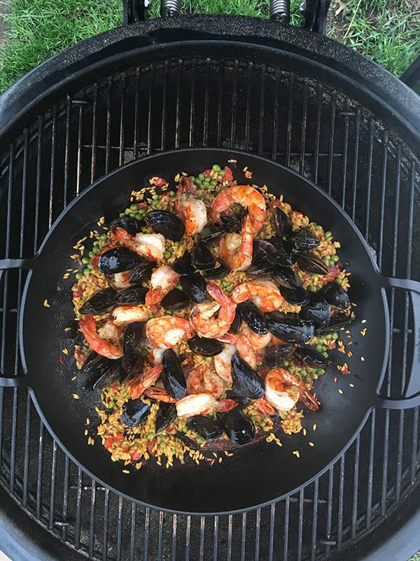 Adding-Seafood-to-Paella